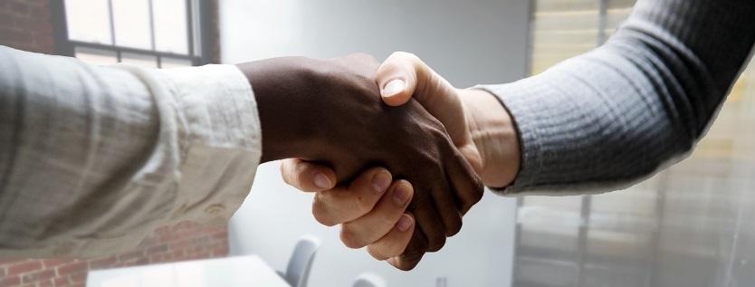 employee-employer-handshake-diversity